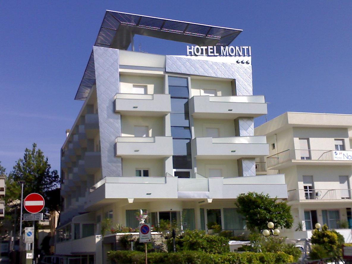 Tamponamenti e coperture metalliche: Hotel Monti Rimini