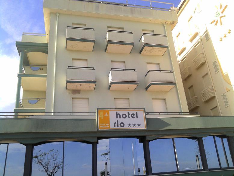 Finiture per esterni ed interni hotel rio bellaria - Tamponamenti esterni ...